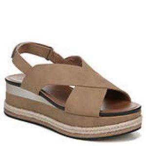 Naturalizer Tan sandals 6wide